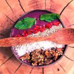 Low-calorie acai bowl